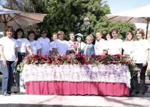La Federación de Asociaciones y Clubes de Jardinería de Coahuila A.C. llevó a cabo el Segundo Festival de la Rosa, como parte del servicio social que prestan a la comunidad.