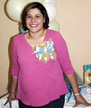 Alicia Vázquez de Sánchez espera el nacimiento de su bebé y por ello disfrutó de una fiesta de canastilla.