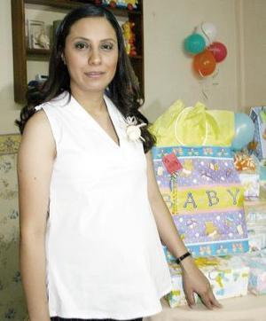 Diana Pérez Adame, captada en la fiesta de canastilla que le organizaron.