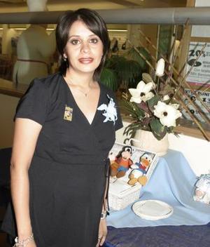 Por el cercano nacimiento de su bebé, le ofrecieron una fiesta de canastilla, a la Sra. Eréndira Reyes de Gutiérrez.