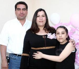 <b>15 de abril </b><p> Liliana Venegas de Valenzuela espera el nacimiento de su bebé, por lo que se le ofreció una fiesta de canastilla.