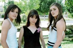 Ana Paola  Santelices, Brenda Humphrey y Paulina Teele.