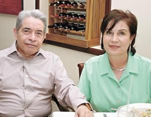 Jesús Campos y Alma R. de Campos