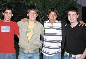 <I>REUNIÓN DE AMIGOS</I><P>Eduardo García, Marcelino Covarrubias, Alan Martínez y Pablo Sáenz