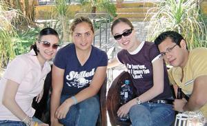Paulina Macías, Mary Carmen Betancourt, Bárbara Treviño y Héctor Gramillo