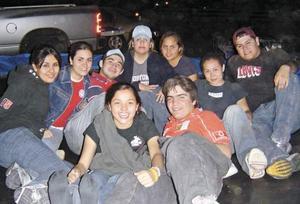 Ana Núñez, Mariana Lozano, Alejandro Samia, Adela López, Mary Carmen Betancourt, Caty Ávila, Teflón, Marcela Jaime y Claudio Clamont.