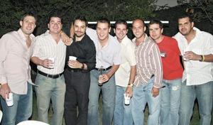 <I>Cena para Iván Gutiérrez y Gustavo Aizcorbe</I><P>Pedro, Jorge, Alejandro, Nacho, Beto, David, Memo y Ricardo