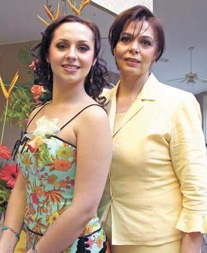 Brenda Madero Martínez con su madre Bertha Martínez de Madero