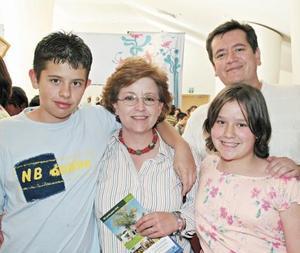 José Daniel Aguirre, Susana de Aguirre, Ana Victoria Aguirre e Ignacio Aguirre