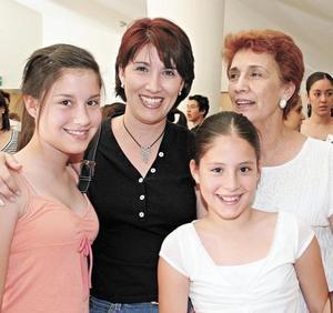 Emma Sepúlveda, Liliana de Santelices, Lili Santelices y Dany Santelices