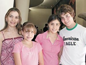 Susana G. de González, Ana Sofía González, Fátima Chaman y Bobe
