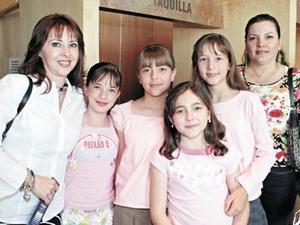 Iliada de Torres, Daniela Torres, Ana Karen Aguirre, Isabela Quintero, Eva Sofía Quintero y Eva de Quintero