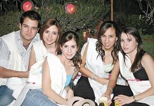 Carlos Villalobos, Pamela Wolf, Esthela González, Martha Arriaga y Brenda Arriaga