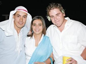Aviv Loza Márquez, Ivonne Murra y Diego Maisterrena