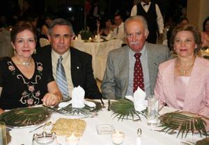 Lety Calderón de Ortega, Óscar Ortega Samper, Carlos Santos y Chiquis Salinas de Santos.
