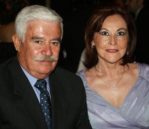 Arturo Rodríguez Lavín y Mely González de Rodríguez.