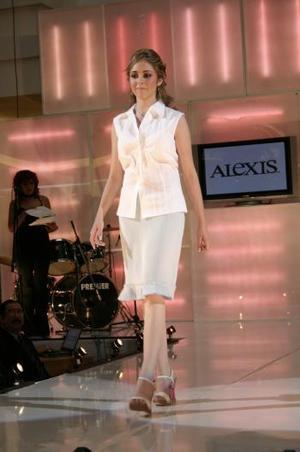 El fotógrafo Carlos Maqueda eligió como Señorita Fotogenia a Georgina Vega Carrasco, Modelo del Mes de Junio de 2004.