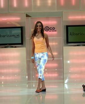 Paulina Perches es la Modelo del Año 2005 de Cimaco en Línea. <p> La feliz ganadora fue premiada por el director general de esta tienda, Eduardo Murra Marcos, en una ceremonia celebrada en el atrio de Plaza Cuatro Caminos la tarde del viernes.