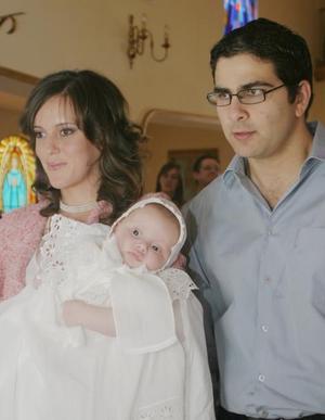 Marala Sánchez de Garza Tijerina e Iván Garza Tijerina Murra con su pequeño hijo Pablo.