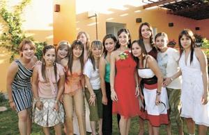 Vicky acompañada de todas sus amigas