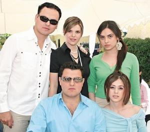 Arturo Ortiz Galán, Karina Martínez de Ortiz, Karla Martínez Flores, Carlos Martínez Flores y Usua Belausteguigoitia de Martínez