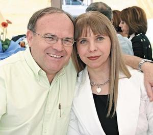 Carlos Martínez y Aurora F. de Martínez