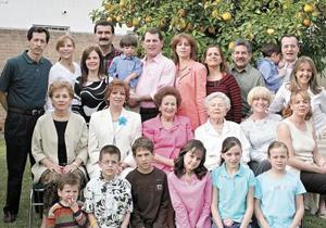La festejada rodeada de su familia