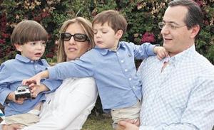 Beta Parvoni de Estrada y Billy Estrada Attolini con sus hijos Francisco y Pablo