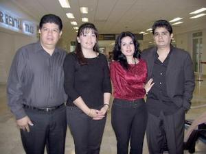 Carlos Ávila, Pedro Ávila, Consuielo Ávila y Gabriela de Ávila viajaron a París