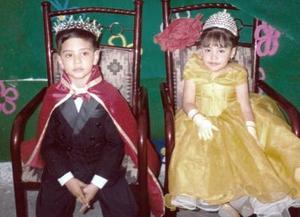 Pequeños reyes del desfile del Día de la Primavera del Jardín de Niños Mi Castillo de Gómez Palacio Durango.