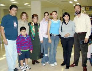 <b>17 de abril</b><p> La familia Ávila Aguilera viajó a París