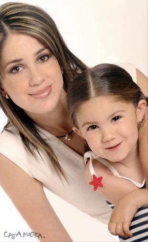 <b>17 de abril </b> <p> Rosa María Rico de Dávila y su hija Isabela Dávila Rico.