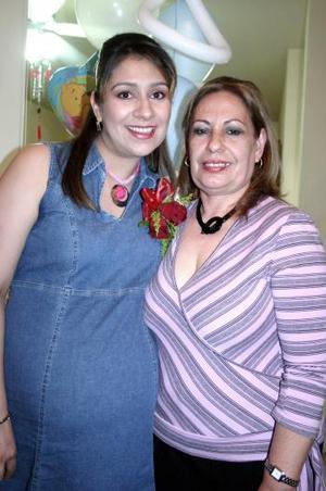 Adriana Catalina de Fuentes disfrutó de una fiesta de canastilla, que le ofreció Luz María Diosdado