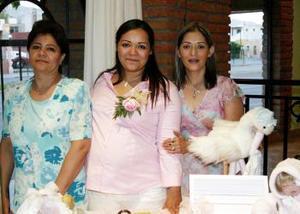 Carolina Hilario de Ortega acompañada por su mamá, Consuelo Calvillo Perales y su suegra, Araceli Jaquez