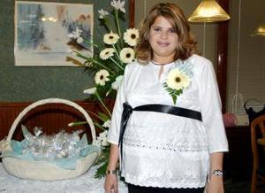 Judith Favero de Cárdenas fue festejada con una reunión de canastilla por sus familiares.