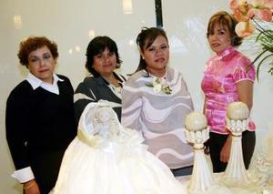 La futura mamá, Mayela A. Delgado de Pérez con sus tías Coco Fematt, Martina Fematt de Favilay Juanita Fematt de Moreno