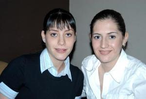 Carla de Burillo y Paty Ceron de Burillo.
