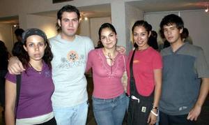 Miriam Rascol, Carlos Mora, Grethel Romo, Gaby Villegas y Mario Gómez.