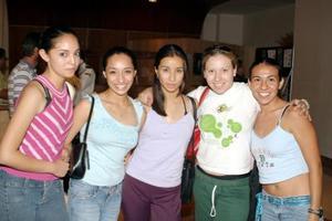 Raquel Vargas, Olimpia Montoya, Ana Laura Vargas, Carolina Cigarroa y Fabiola Vieira.