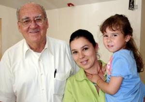 Alfonso López, Laura López y Tita González