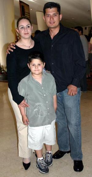 Laura Estrello, Mario Rodríguez y Mario Rodríguez F..