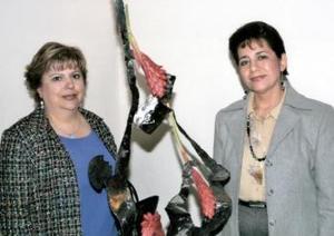 Lupita H. de Gaucín y María Eugenia R. de Gutiérrez obtuvieron el primer lugar en diseño reflectivo en pasada exposición