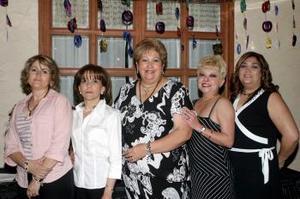 María Luisa Fernández, Lidia Cárdenas, Hortensia Chávez y Anita Ávila, le organizaron una fiesta a Rosa María Carrillo