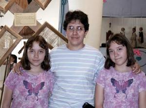 Marina Morales, Luz Montes y Alejandra Morales.
