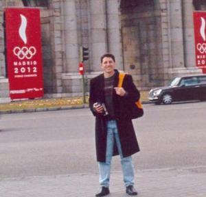 Federico Juárez Bertehau, captado en un paseo por las calles de Madrid, España.