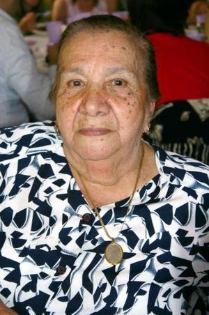 Sra. Carmen Veloz de Carrasco cumplió 85 años de vida, motivo por el que le organizaron una fiesta de cumpleaños