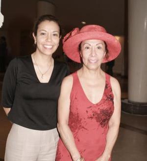 Zeyda Cisneros y  Michelle Chaurand.