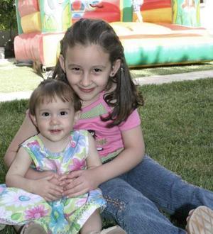 Claudia Elena y Mónica Lozano Martínez cumplieron siste y un año de vida, por ello sus papás les organizaron un divertido convivio.