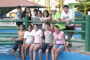 18 de abril  El grupo de la secundaria deln Tecnológico de Monterrey fue invitada a la fiesta que le organizaron a Ana Judth López Ortiz, con motivo de su próximo viaje de estudios.