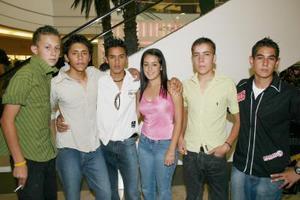 Daniel Zamora, Karem Aragón, Memo Aragón, Uriel Rodríguez, Juan Ochoa y Neto Rodas